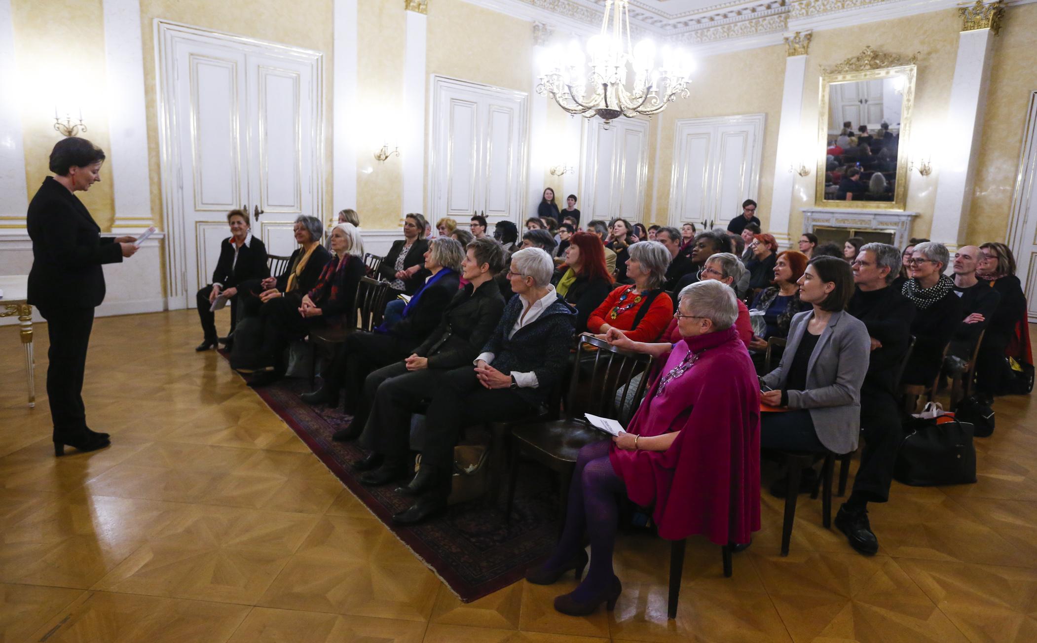 Laudatio der Bundesministerin Heinisch-Hosek beim Frauenring-Preis 2015 (c) Georg Stefanik / BKA