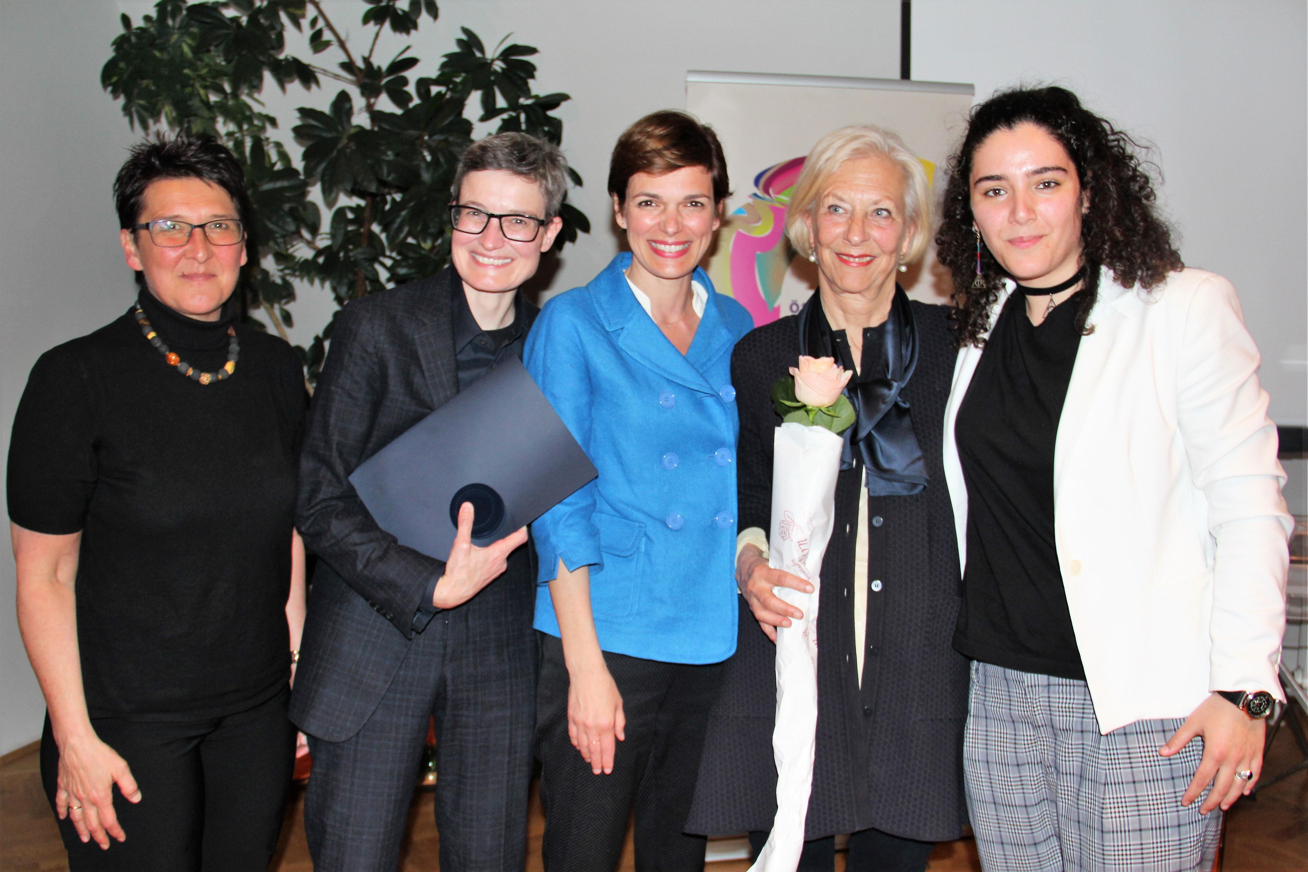 Frauenring-Preisträgerinnen 2017 mit BM Rendi-Wagner und ÖFR-Vorsitzender Sonja Ablinger