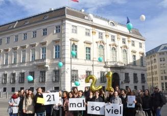 """Die Allianz """"Gewaltfrei leben"""" vor dem Bundeskanzleramt"""