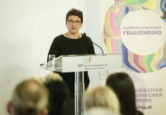 Frauenring-Vorsitzende Sonja Ablinger beim Frauenring-Preis 2016 (c) BMBF/Andy Wenzel